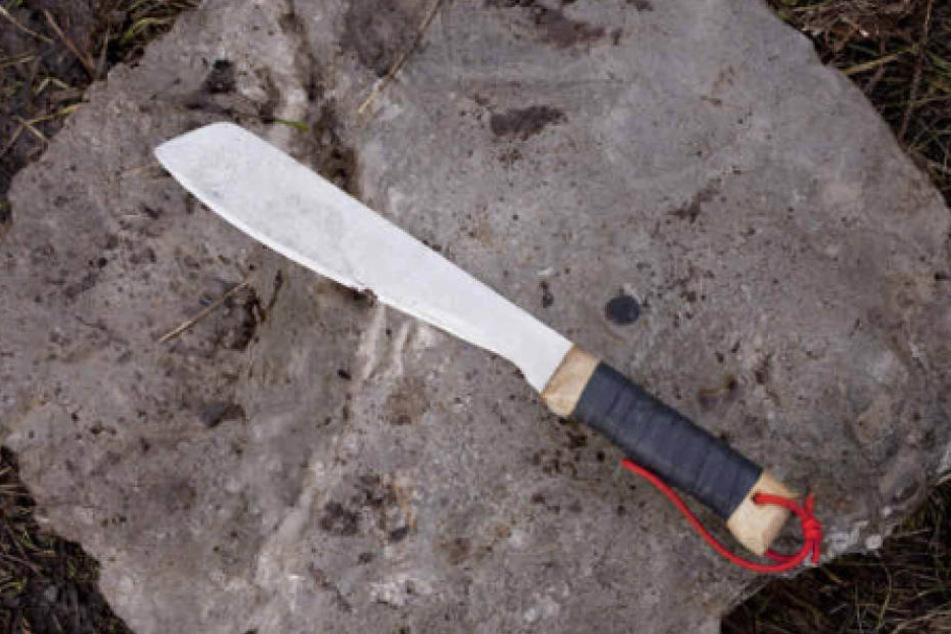 Mit einer Machete hat der Angreifer einem Mann (35) auf den Kopf geschlagen. (Symbolbild)