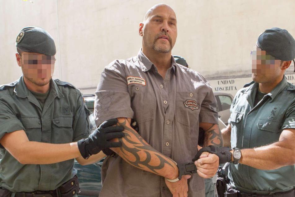 2013 wurde Hanebuth in Spanien festgenommen und saß zwei Jahre in Untersuchungshaft.