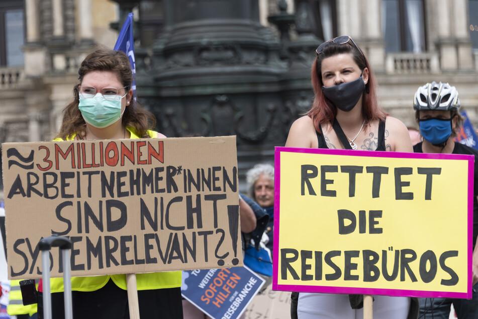 Am 20. Mai demonstrierten in Dresdner Mitarbeiter von Reisebüros und Busbetrieben für einen Restart.