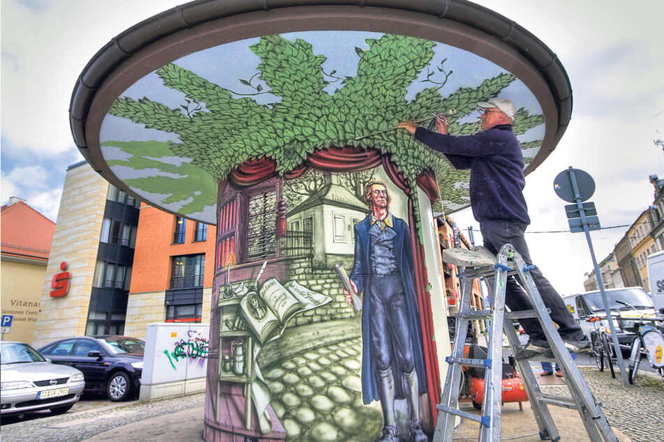 2009 bemalte Helmut Zschiesche dieses Trafohäuschen am Schillerplatz. Die Dresdner Stadtwerke lassen viele ihre technischen Stationen von Künstlern wie ihm gestalten, um Graffiti zu vermeiden.