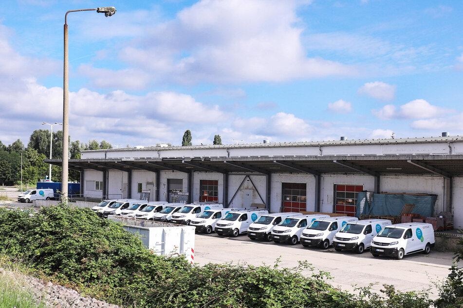 Insgesamt sind sechs Autos, die an der Scharfenberger Straße parkten, beschädigt worden. Der Schaden beläuft sich auf etwa 11.000 Euro.