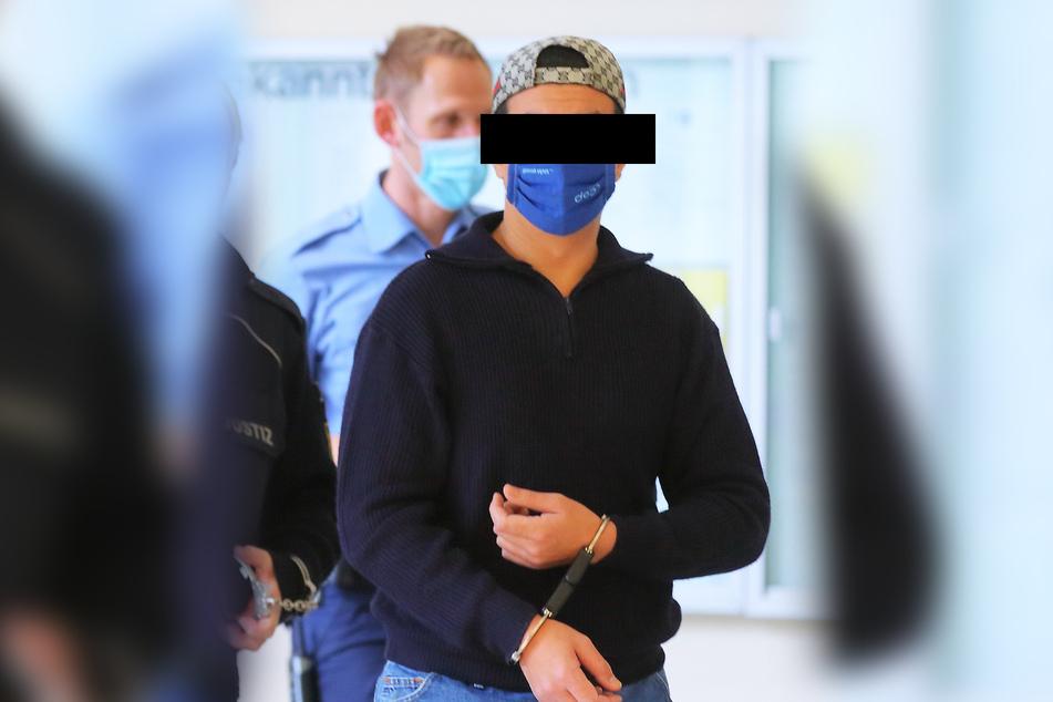 14 Monate Haft für Wais A. (25). Er hatte die Mutter seiner Kinder auf dem Pirnaer S-Bahnhof ins Gleisbett geschubst.