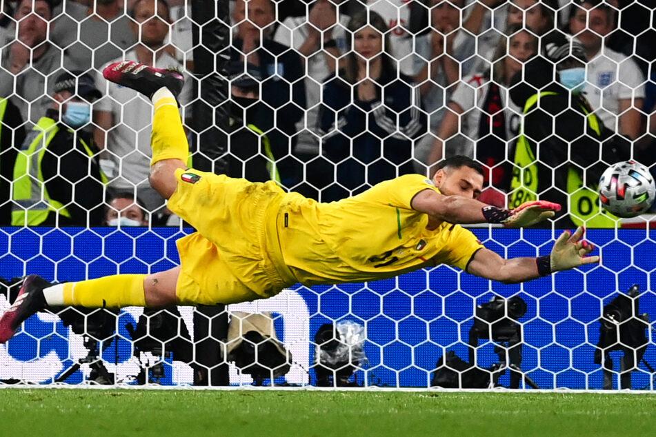 Gianluigi Donnarumma wehrte im Elfmeterschießen die Schüsse von Jadon Sancho sowie Bukayo Saka ab und sicherte Italien damit den EM-Pokal!