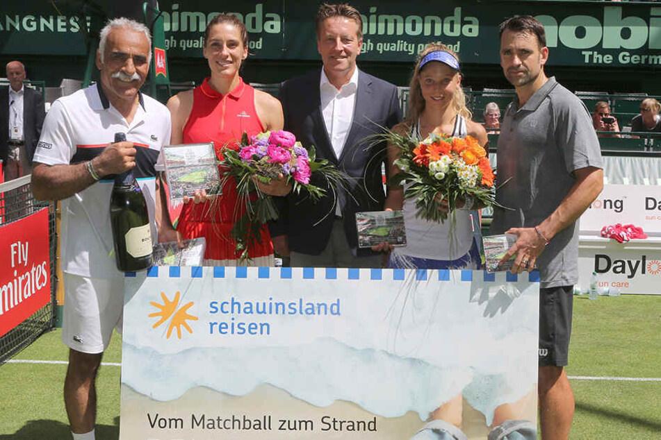 Das Siegerduo Mansour Bahrami (li.) und Andrea Petkovic (2. v. li.) sowie Turnierdirektor Ralf Weber (Mi.), Luisa Meyer auf der Heide (2. v. r.) und Nicolas Kiefer (r.).
