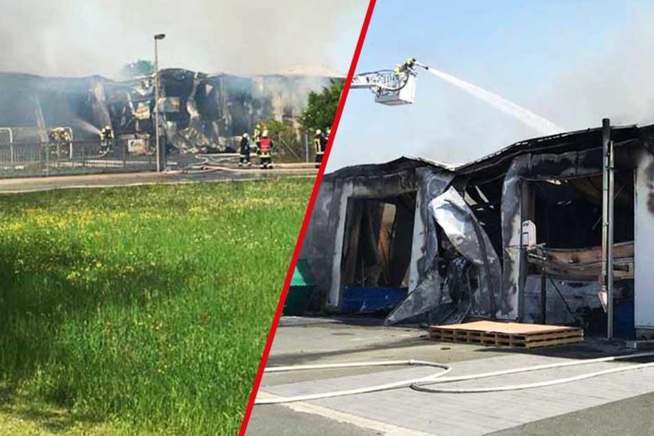 Riesige Rauchsäule: Zimmerei geht in Flammen auf!