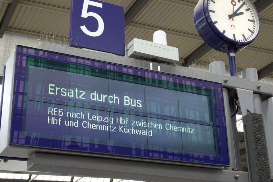 Seit einiger Zeit sind die Reisenden auf der Strecke von Chemnitz Hauptbahnhof bis Chemnitz Küchwald außerdem auf den Ersatzverkehr angewiesen.
