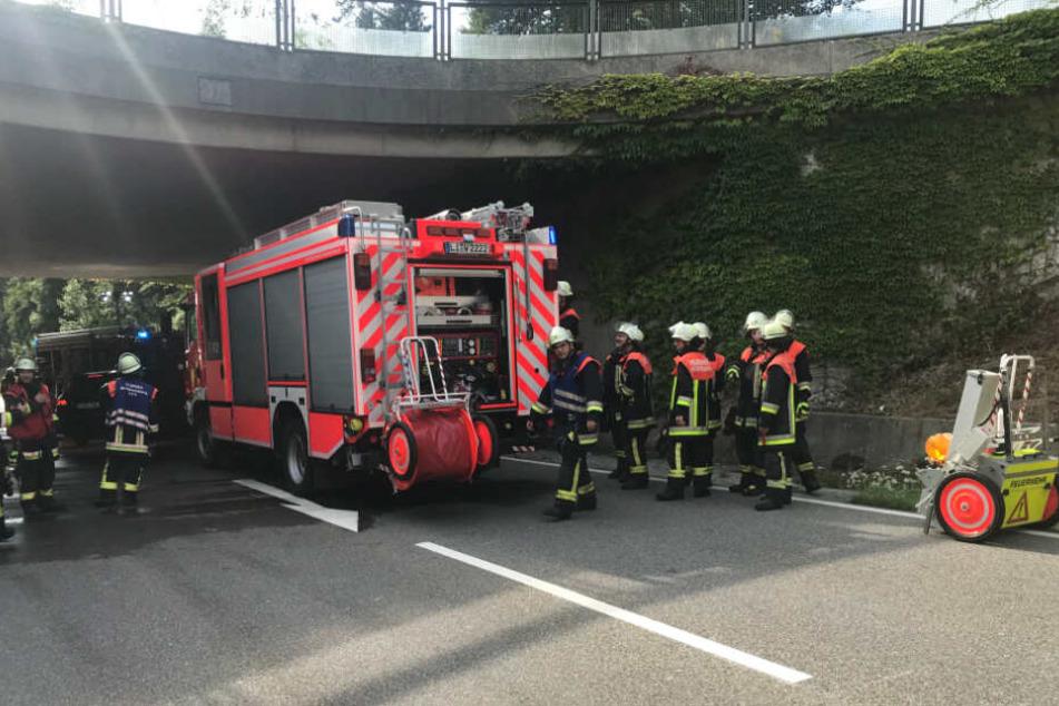 Die Feuerwehr befreite die eingeklemmten Personen aus ihrem Wrack.