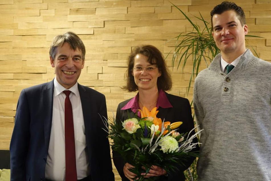 Albrecht Schröter, Mitbegründerin Dr. Dana Kralisch und Vertriebsleiter Georg Machnik (v.l.n.r.) freuen sich gemeinsam über die Ehre für den Standort.