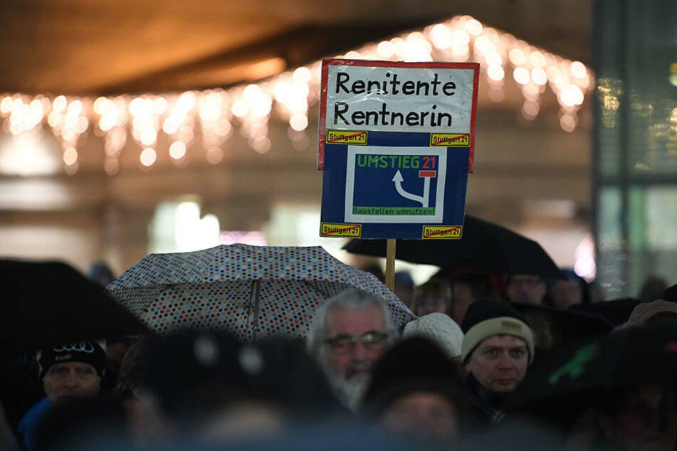 Auf weiteren Transparenten zeigten die Demonstranten ihre Meinung.