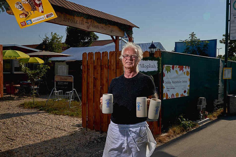 Frank Renoth (69) betreibt mit seiner Frau den Biergarten, stellte vor wenigen Wochen an der Unglücksstelle den Gedenkstein auf.