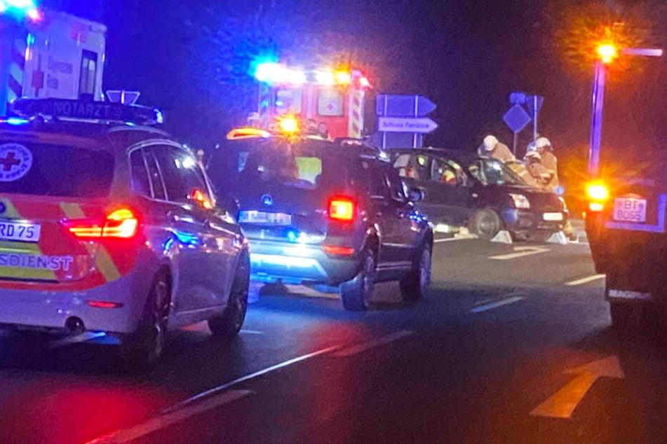 Unfall auf Bundesstraße 22: Ford-Fahrerin will wenden und übersieht BMW