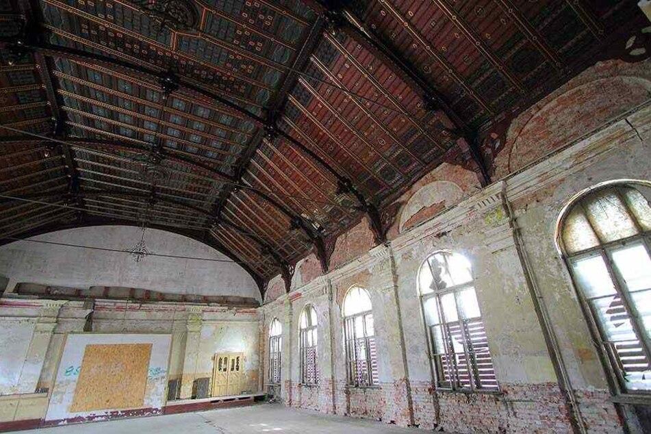 Der einsturzgefährdete ehemalige große Speisesaal des Lahmann-Sanatorium von Innen (Archivbild).
