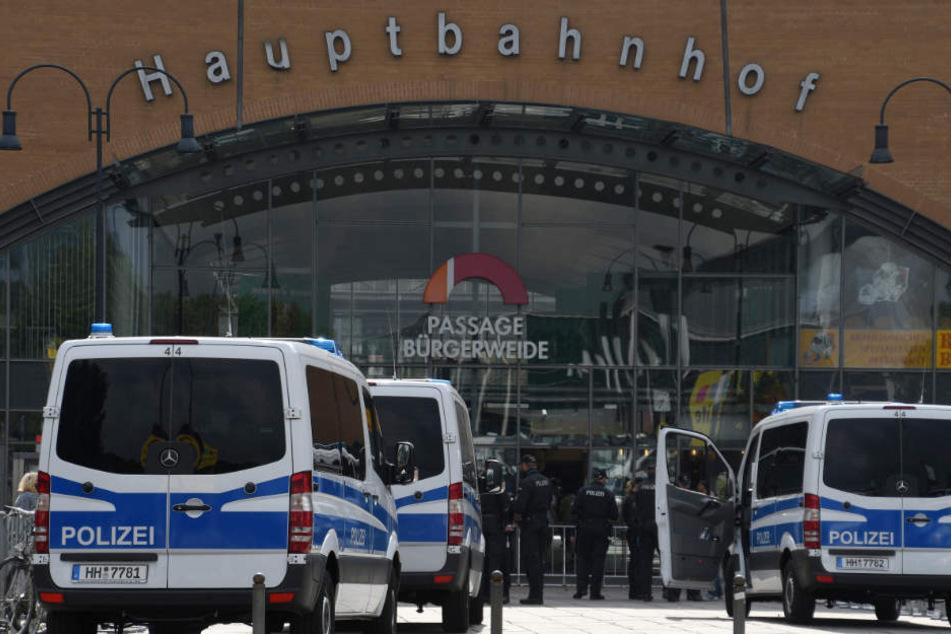Die Bremer Polizei durchsuchte den Bremer Hauptbahnhof nach einer Bombe.