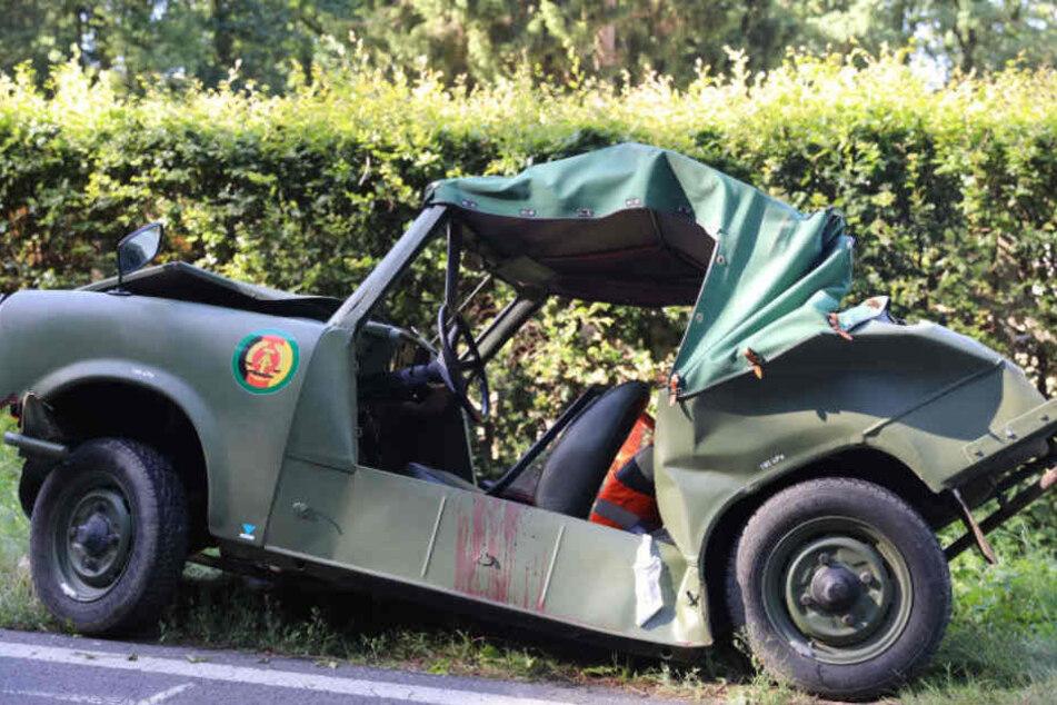 Bei dem Unfall wurde der Trabbi stark eingedrückt.