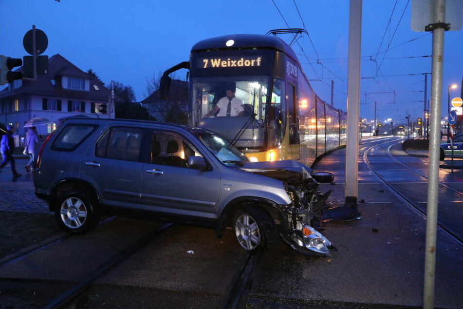 Auf glatter Fahrbahn kam es zum Unfall in Gompitz-.