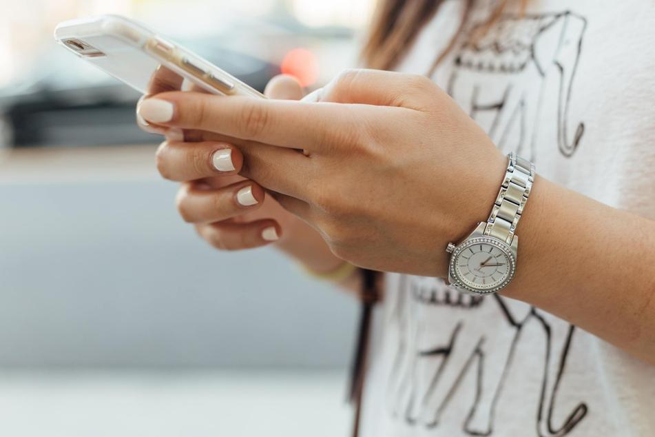 Ein jedes Paar sollte für sich Zeiten finden, in denen Smartphone und Co. Sendepause haben.