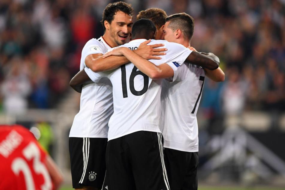 Die DFB-Elf bejubelt einen von sechs Treffern.