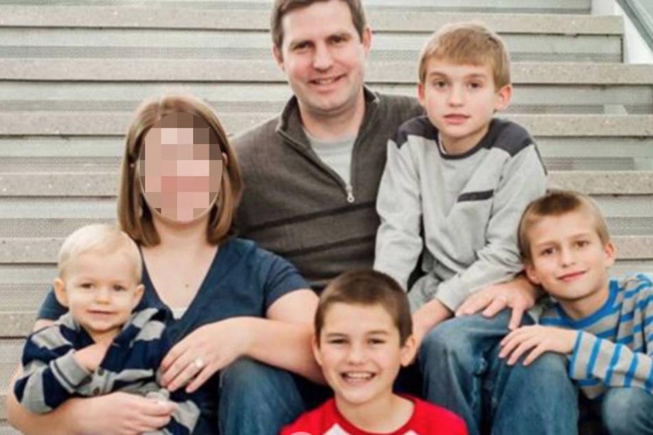 Ein Bild aus glücklichen Tagen. Katie und Jacob mit ihren vier Söhnen.