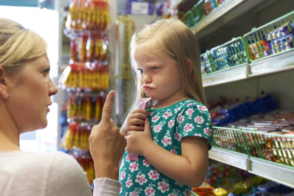 Menschen, die mehr aufs Geld achten müssen verhalten sich beim Einkaufen anders.