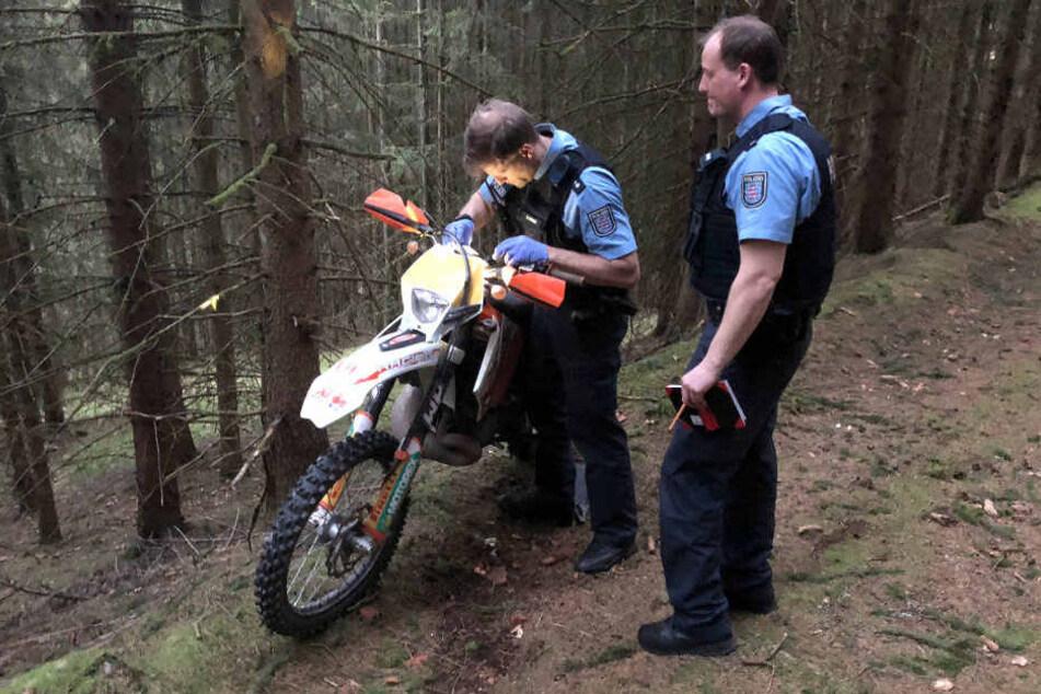 Bei Hildburghausen kam ein 21-Jähriger mit seiner Crossmaschine ums Leben.