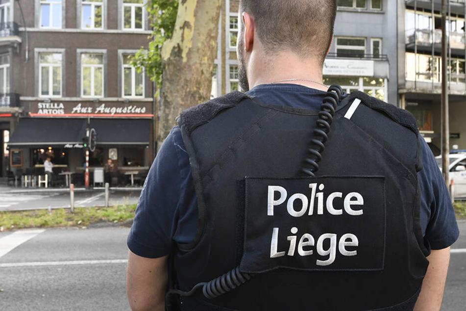 Die Polizisten in Lüttich rechneten nicht damit, dass der Fahrer des Wagens eine Pistole bei sich trug und auf sie schießen würde. (Symbolbild).
