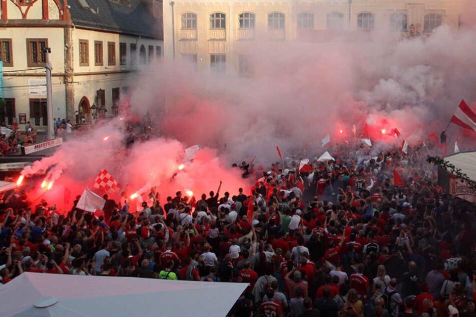 Bei der Aufstiegsfeier des FSV Zwickau im Mai 2016 wurden acht Fans durch Pyrotechnik verletzt.
