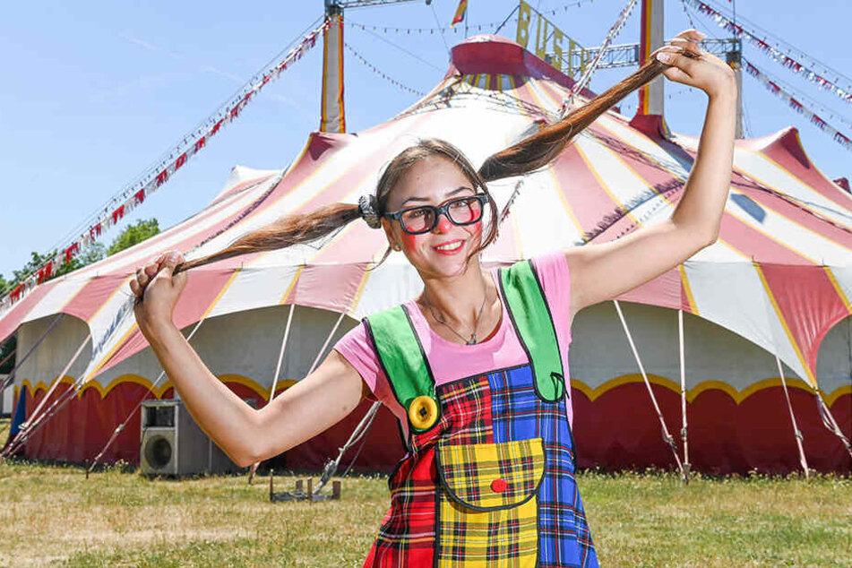 Könnte die Freundin von Pippi Langstrumpf sein: Talina Scholl (18) albert als Pepina in der Manege von Circus Busch.
