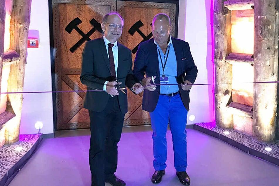 FCE Präsident Helge Leonhardt (re.) und Andreas Stark, 1. Beigeordneter des Erzgebirgskreises, eröffneten die Haupttribüne.
