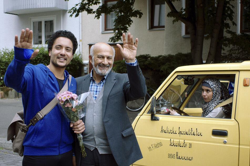 """Die ARD-Schwulenkomödie """"Familie verpflichtet"""" mit Darstellern wie Khaled (gespielt von Omar El-Saeidi, 40, l.), Aledrissi (Ramin Yazdani, 68) sowie Khaleds Schwester Ajna (Kristin Hunold, 28) brachte es auf 13,5 Prozent Marktanteil."""
