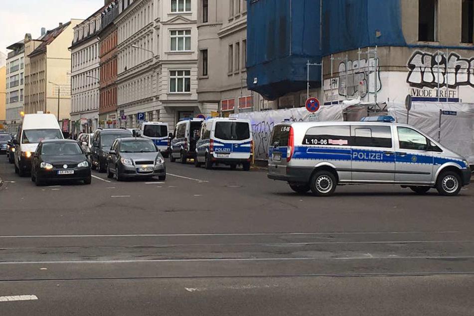 Polizeieinsatz im Leipziger Osten: Unbekannte flüchten mit Messer