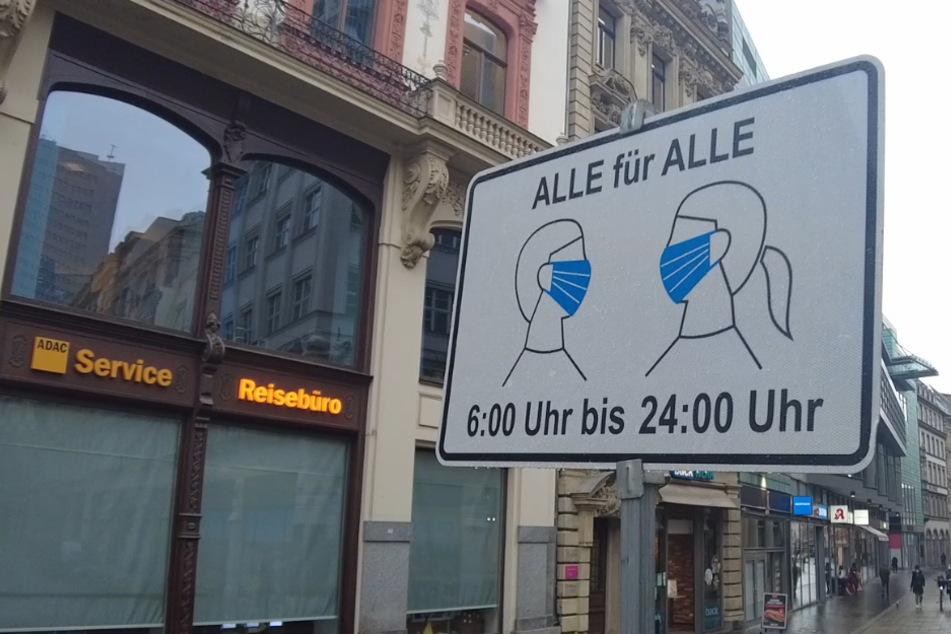 """Duo präsentiert """"Masken-Attest"""", doch die Polizisten reagieren genau richtig"""