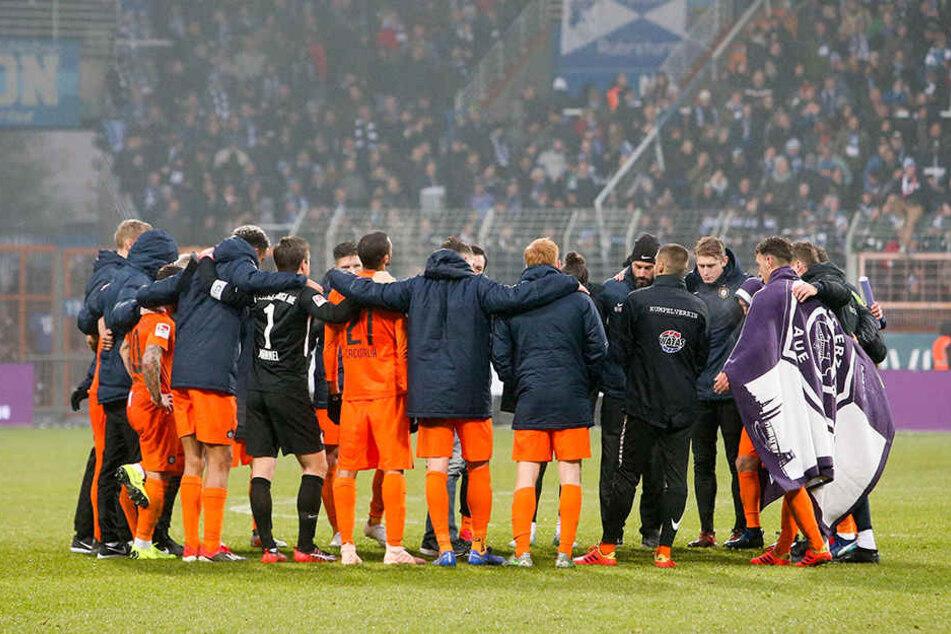 """Die """"Veilchen"""" schworen sich nach der Niederlage in Bochum sofort für die kommenden Aufgaben ein."""