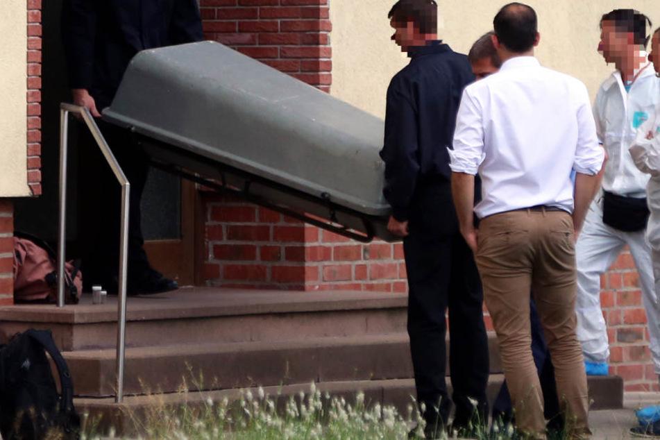 Mann erstochen und mit der Säge zerstückelt: War es Notwehr?
