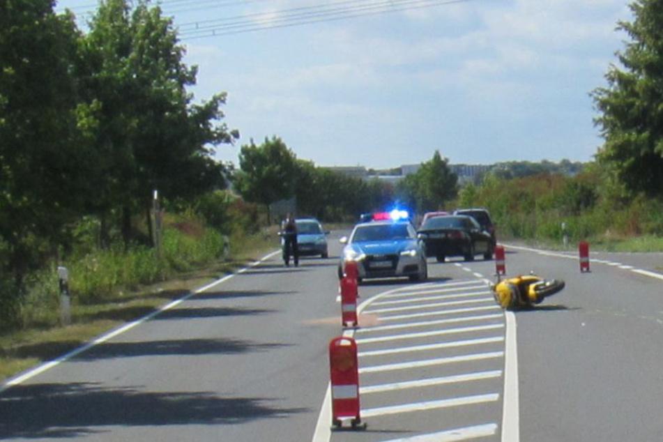 Mehrere Meter mitgeschleift: Biker stürzt mit Motorrad und wird schwer verletzt