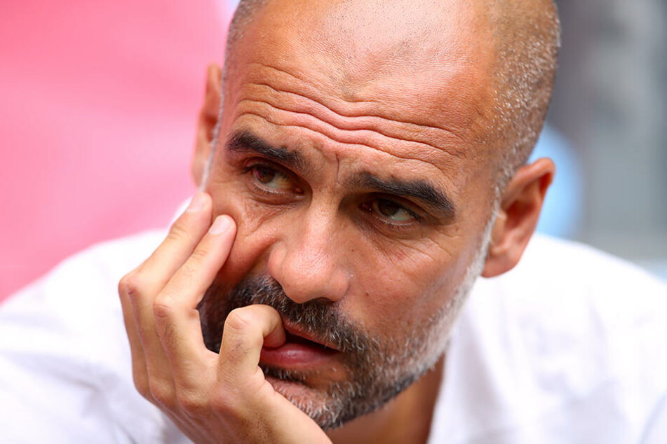 Ex-Bayern-Coach Pep Guardiola am Sonntag beim Community Shield. Der Spanier hat nach der Verletzung und dem eventuellen Abgang von Leroy Sane sowie der Causa Mahrez, bereits vor der Saison schon einige Sorgenfalten.