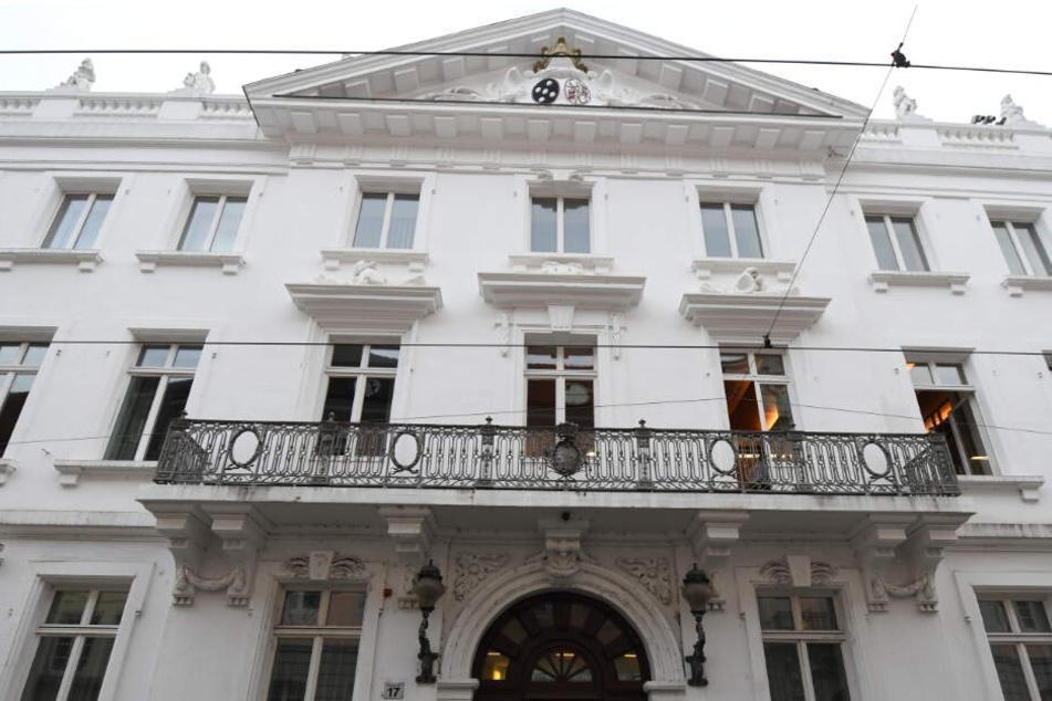 Die Männer sitzen ab Mittwoch auf der Anklagebank des Landgerichts Freiburg.