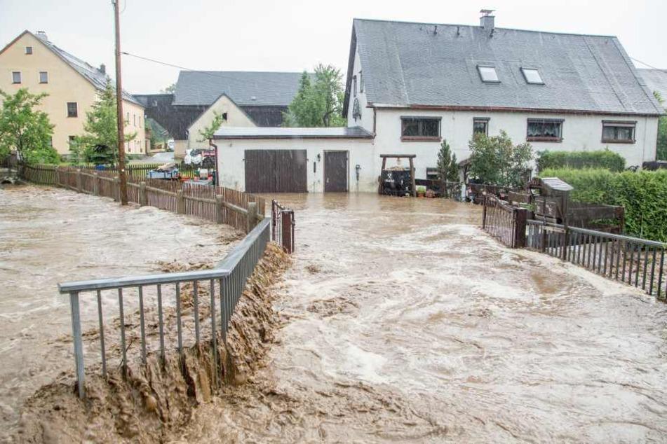 Überflutungen und Schlammlawinen: Unwetter sorgt für Chaos in Sachsen