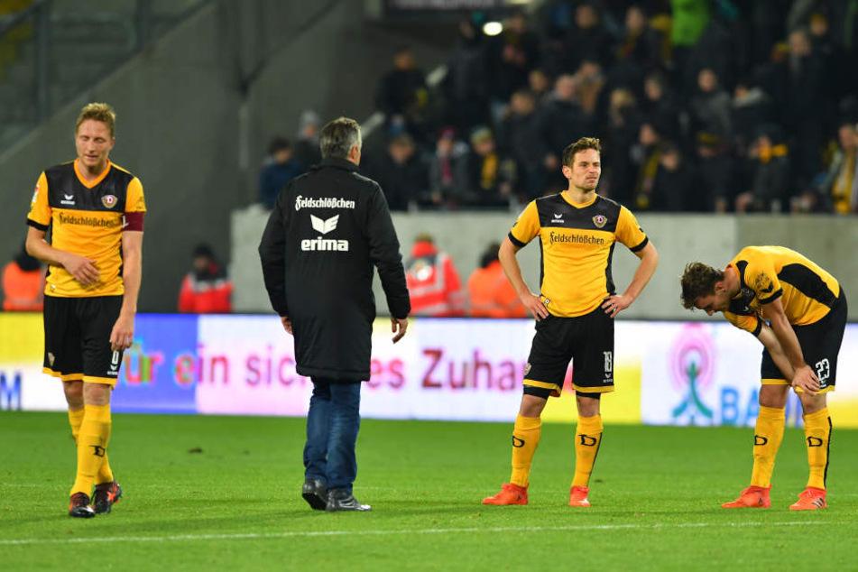 Blankes Entsetzen bei Hartmann, Jannik Müller und Florian Ballas (v.l.).