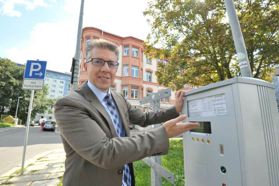 Da soll eine Brötchentaste hin! CDU-Stadtrat Ralph Burghart (46) fordert das kostenlose Kurzzeitparken zur Innenstadtbelebung.