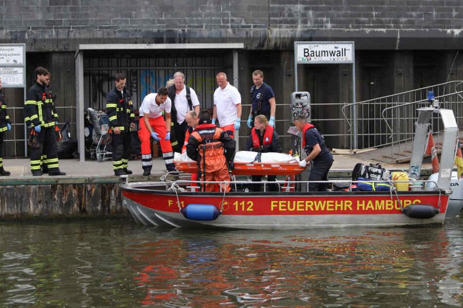 Ist es der verschwundene Partygast? Taucher finden Leiche in der Elbe