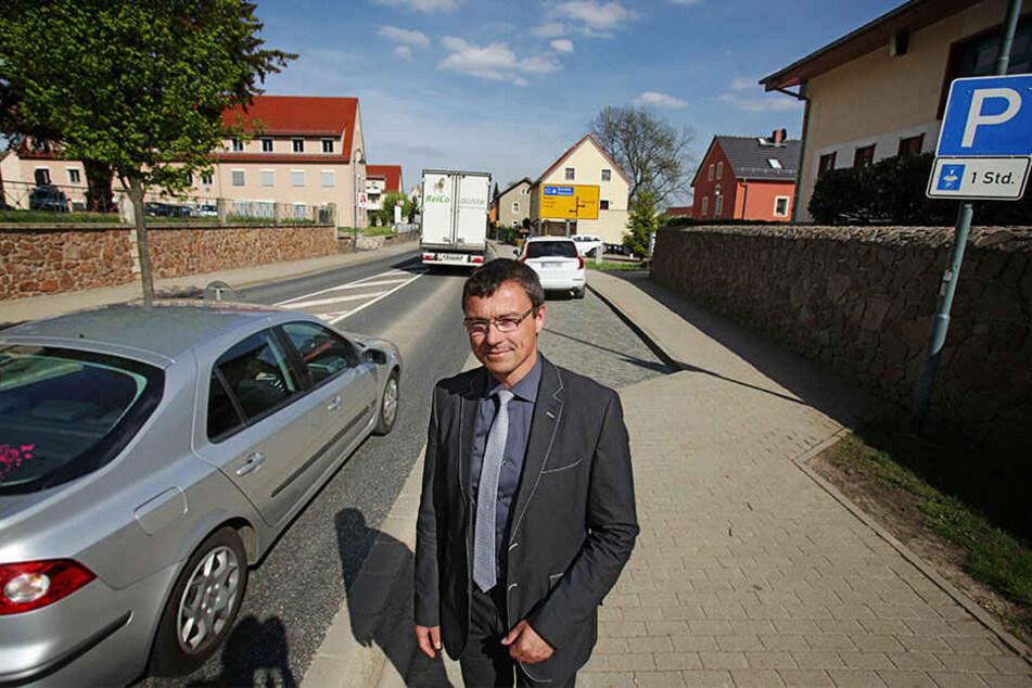 Bürgermeister Ralf Rother (47, CDU) will um jeden Preis verhindern, dass sich wieder Autokolonnen durch Wilsdruff quälen.