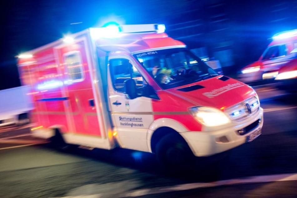 Für den Audi-Fahrer kam jede Hilfe zu spät. Der Mazda-Fahrer wurde schwer verletzt in ein Krankenhaus gebracht. (Symbolbild)