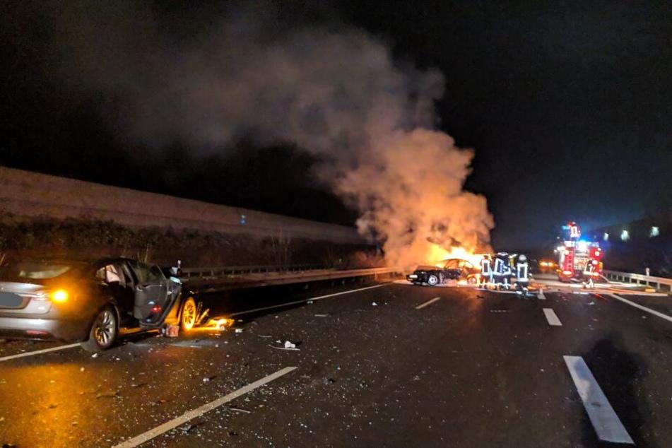 Der BMW des 18-Jährigen brannte licherloh.