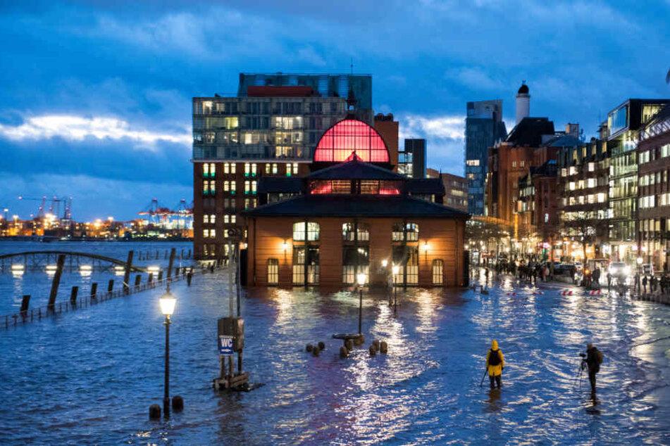 Der Fischmarkt in Hamburg soll vermutlich durch Flut und Sturm überflutet werden.