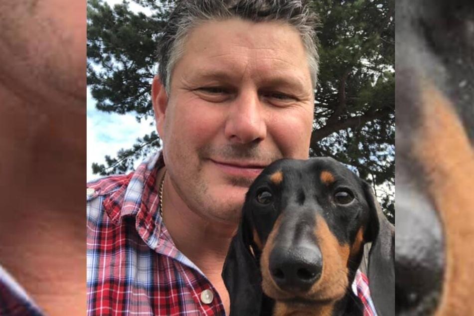 Martin Snell (46) mit seinem Dackel Dukey.