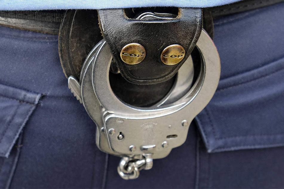 Gegen den Mann wurde am Heiligabend Haftbefehl erlassen (Symbolbild).