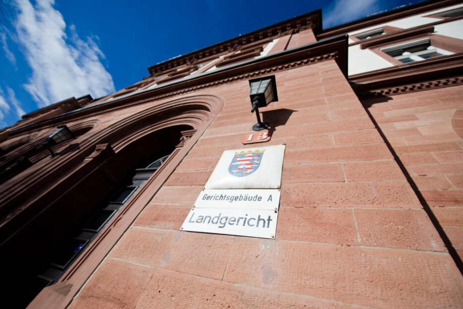 Der Prozess findet am Landgericht in Darmstadt statt (Symbolbild).