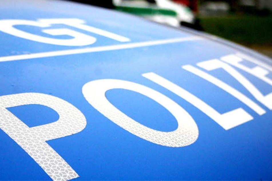 Mehrere Tausend Euro Schaden hinterließ ein Randalierer in Bielefeld, nachdem er elf Autos zerkratzte.