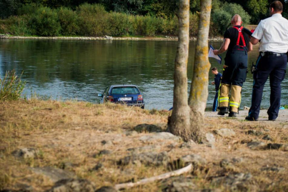 Der VW Golf des Ehepaares kam erst in der Donau zum stehen.