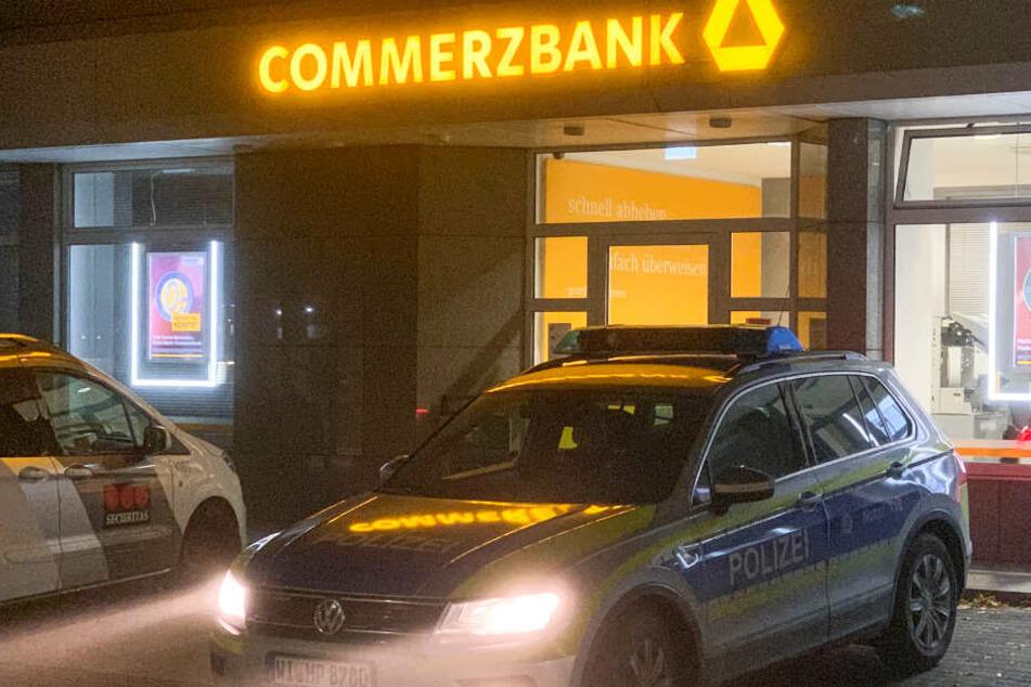 Explosion in Bad Vilbel: Kriminelle jagen Geldautomat in die Luft